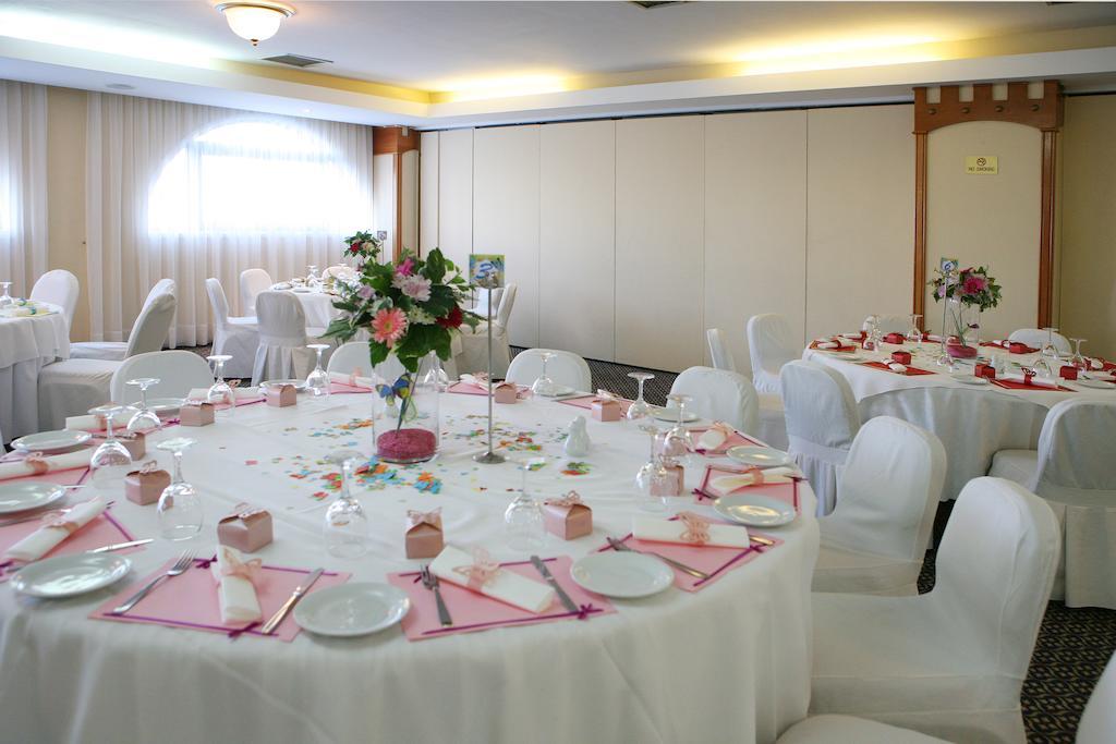 Горящие туры в отель Navarria Hotel Лимассол Кипр