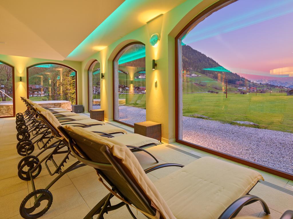 Ціни в готелі Alpeiner Nature Resort Tirol (Neustift)