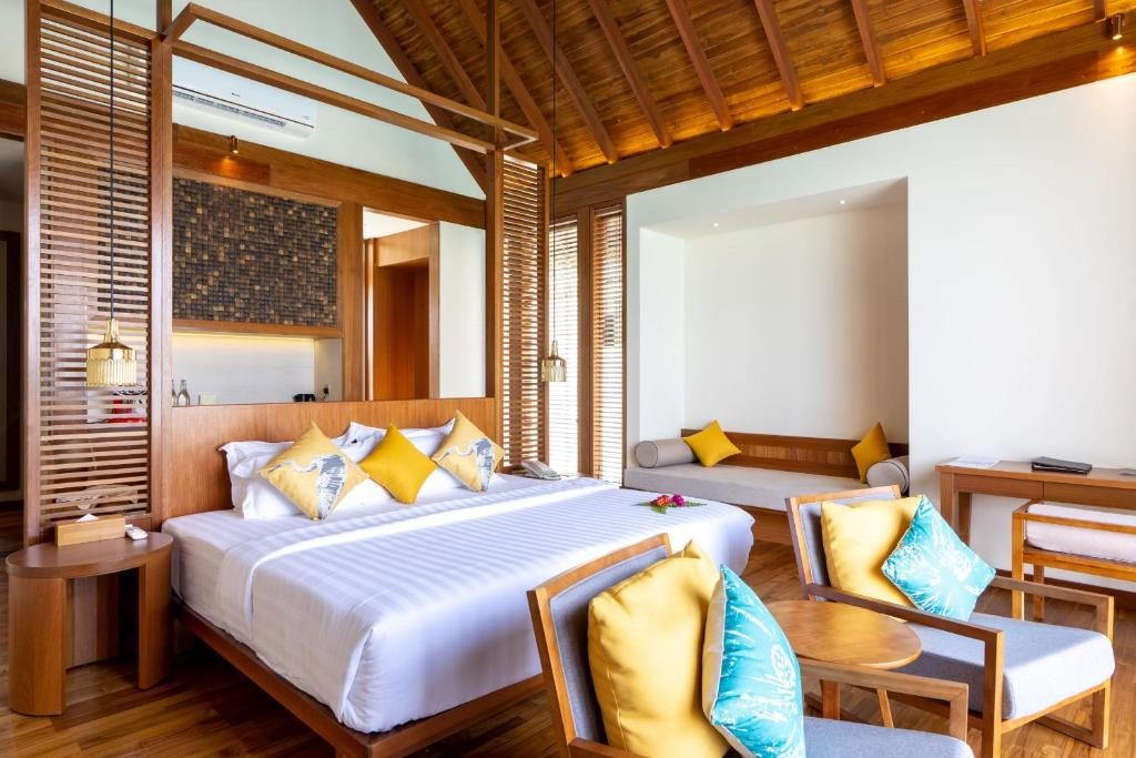 Раа Атол Furaveri Island Resort ціни