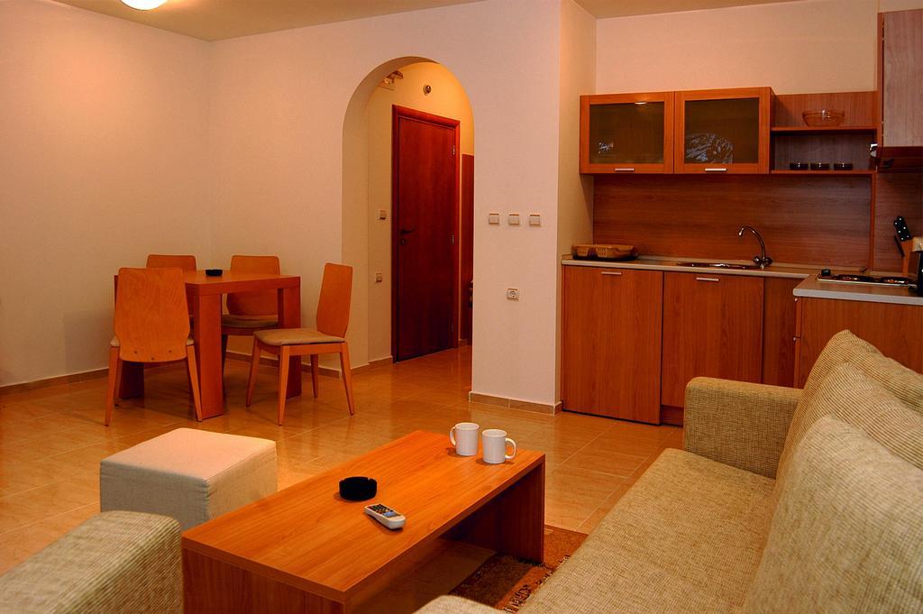 Горящие туры в отель Dinevi Resort Third Line