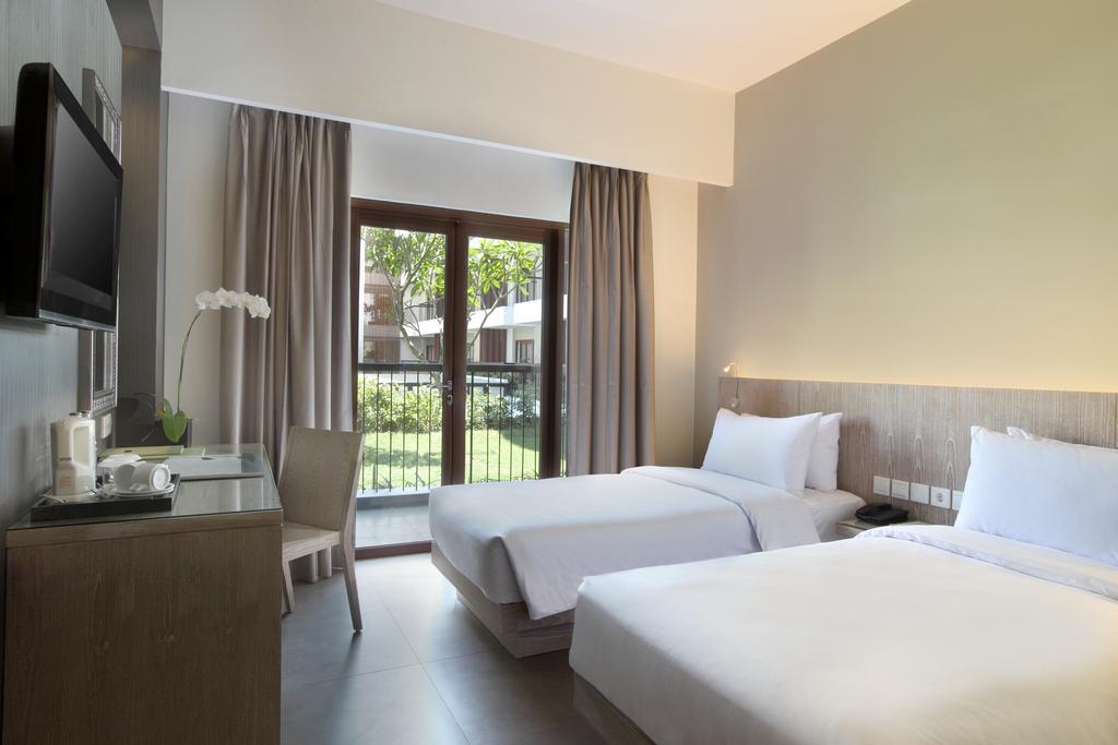 Горящие туры в отель Santika Siligita