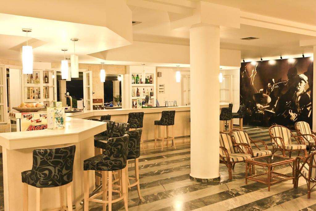 Цены в отеле Semiramis Village Hotel
