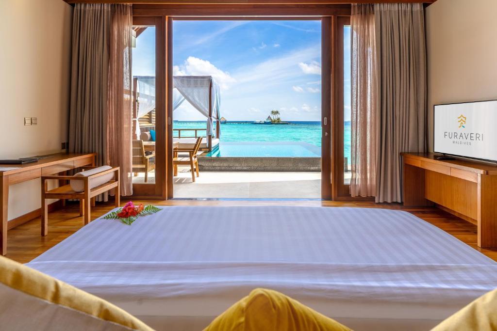 Тури в готель Furaveri Island Resort