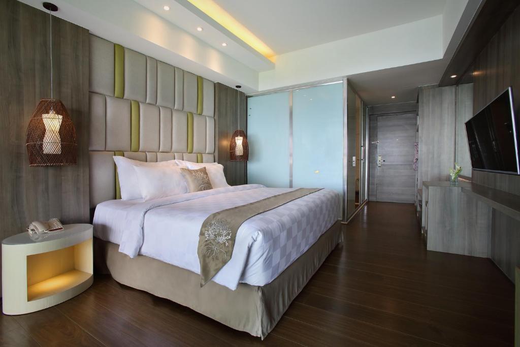 The Crystal Luxury Bay Resort цена