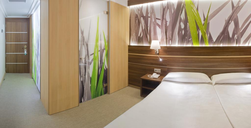 Отдых в отеле Volga (Calella) Коста-де-Барселона-Маресме