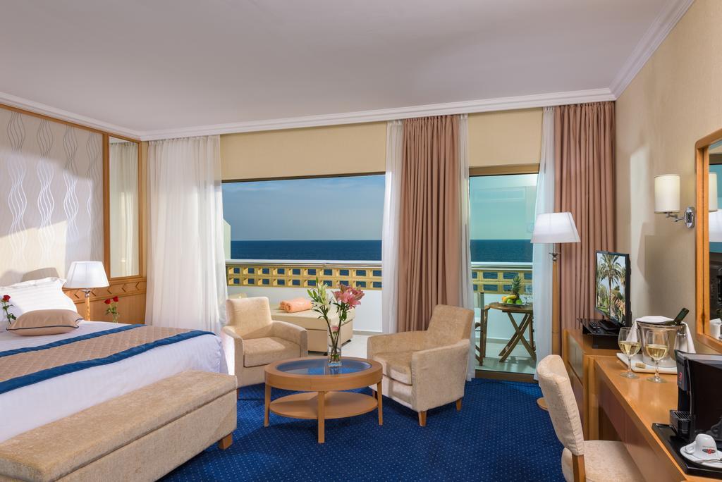 Отзывы об отеле Constantinou Bros Athena Royal Beach Hotel