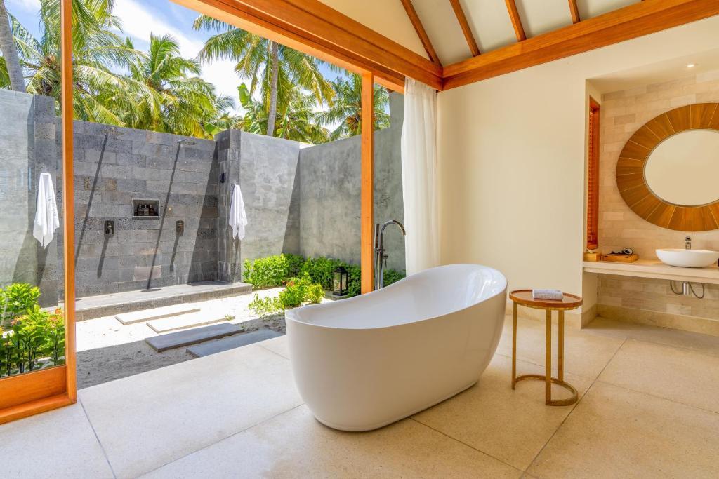 Гарячі тури в готель Furaveri Island Resort Раа Атол Мальдіви