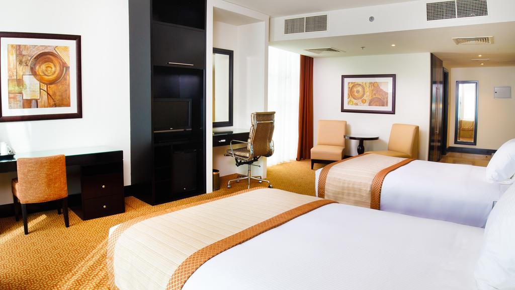 Отдых в отеле Holiday Inn Al Barsha