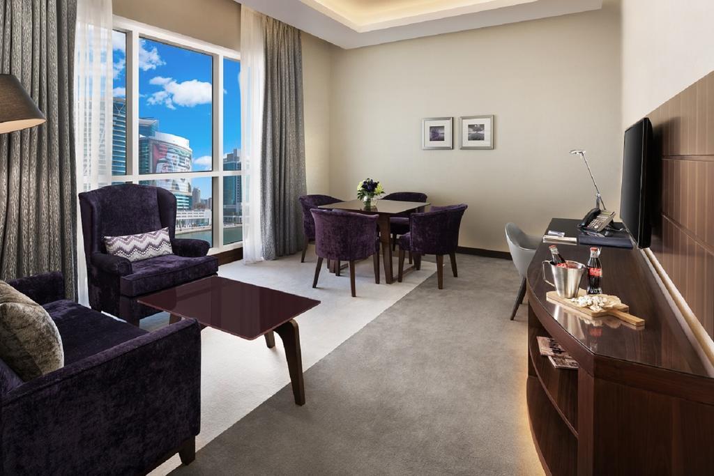 Radisson Blu Hotel Dubai Waterfront, Дубай (город)
