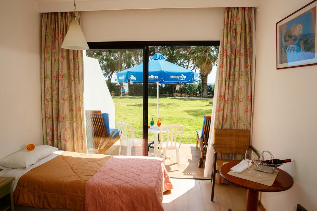Park Beach Hotel, Лимассол цены