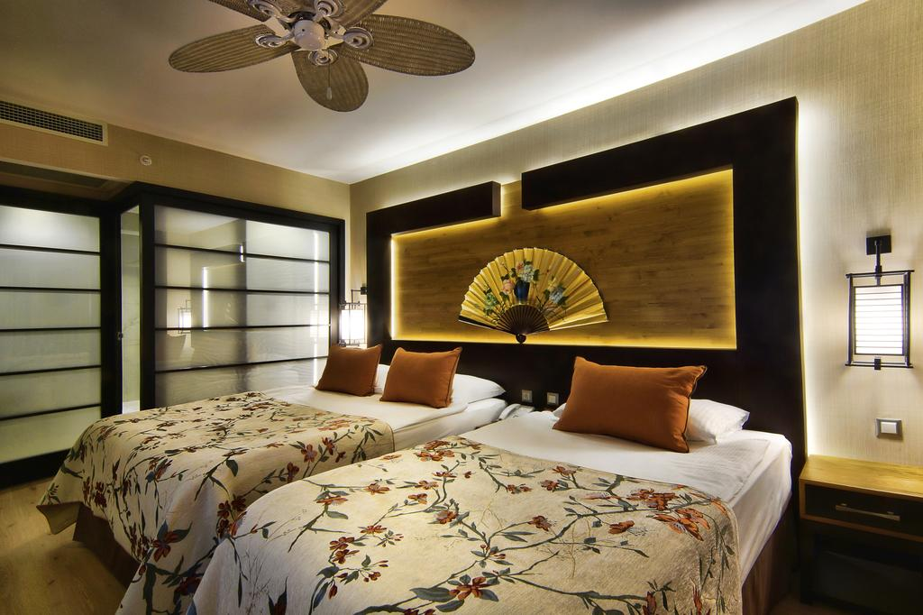 Анталія Limak Lara De Luxe Hotel & Resort ціни