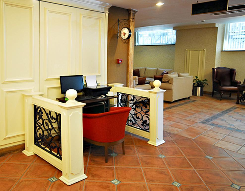 Цены в отеле Golden Crown Hotel