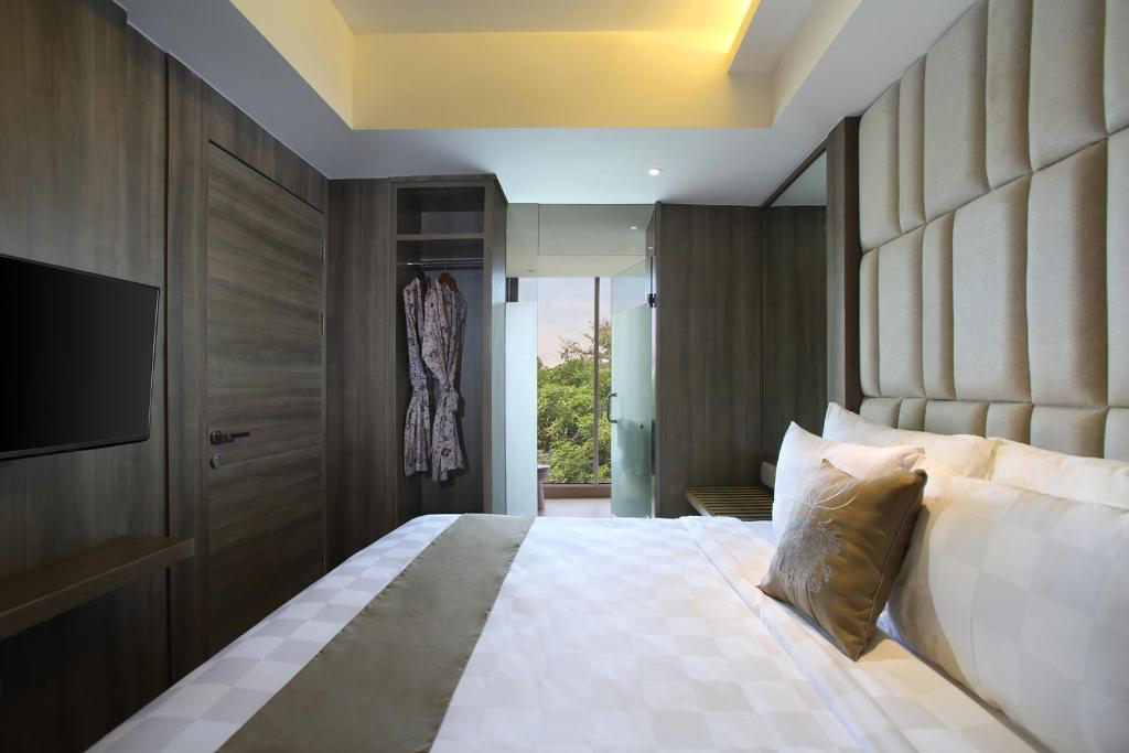 The Crystal Luxury Bay Resort, Нуса-Дуа цены