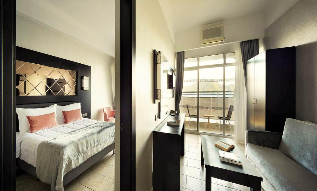 Ціни в готелі Ideal Prime Beach