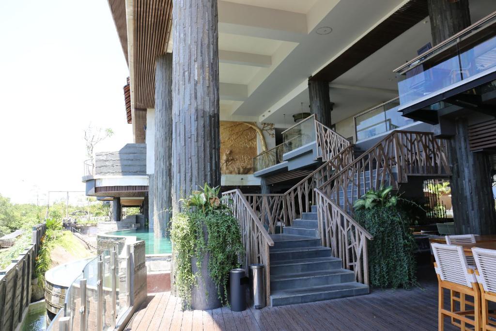 The Crystal Luxury Bay Resort, 4