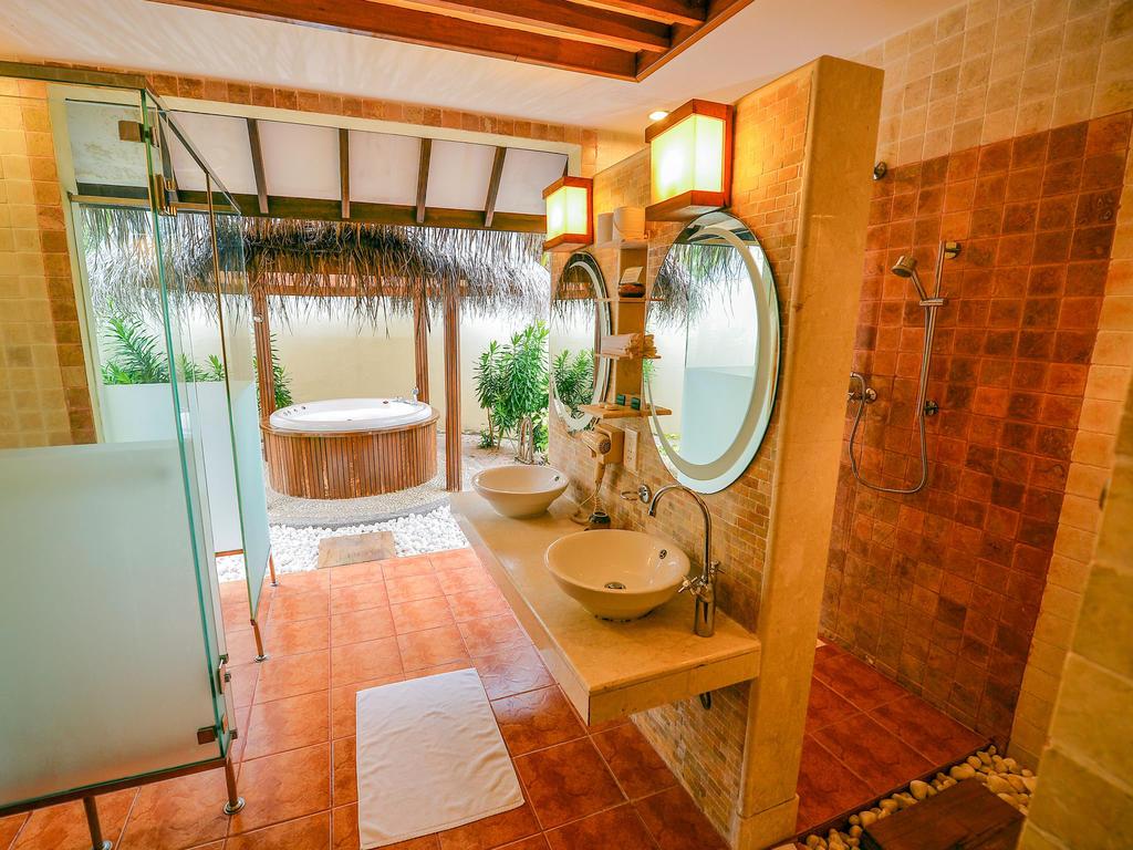 Горящие туры в отель Bandos Island Resort And Spa Северный Мале Атолл Мальдивы