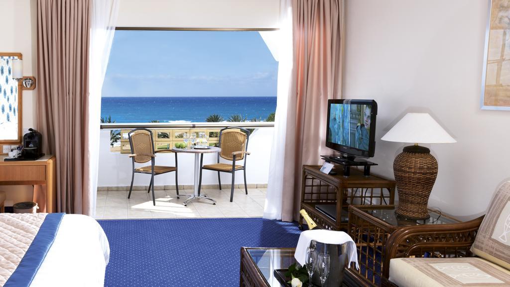 Отдых в отеле Constantinou Bros Athena Royal Beach Hotel Пафос