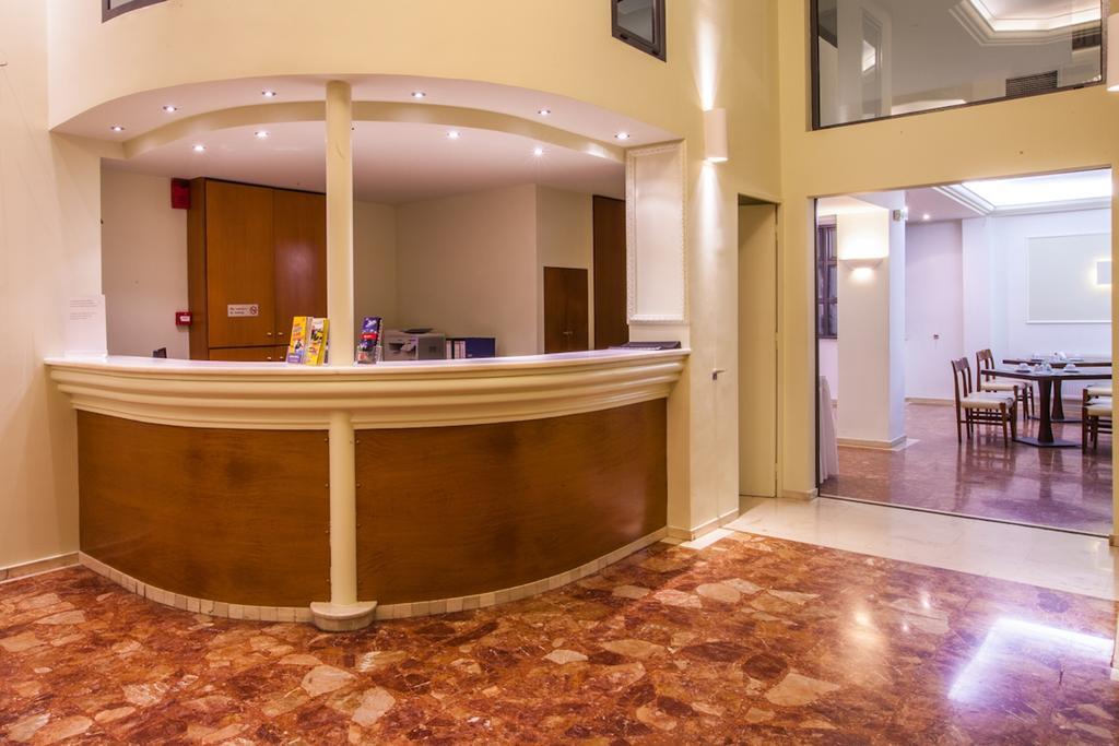 Цены в отеле Marina Hotel Athens