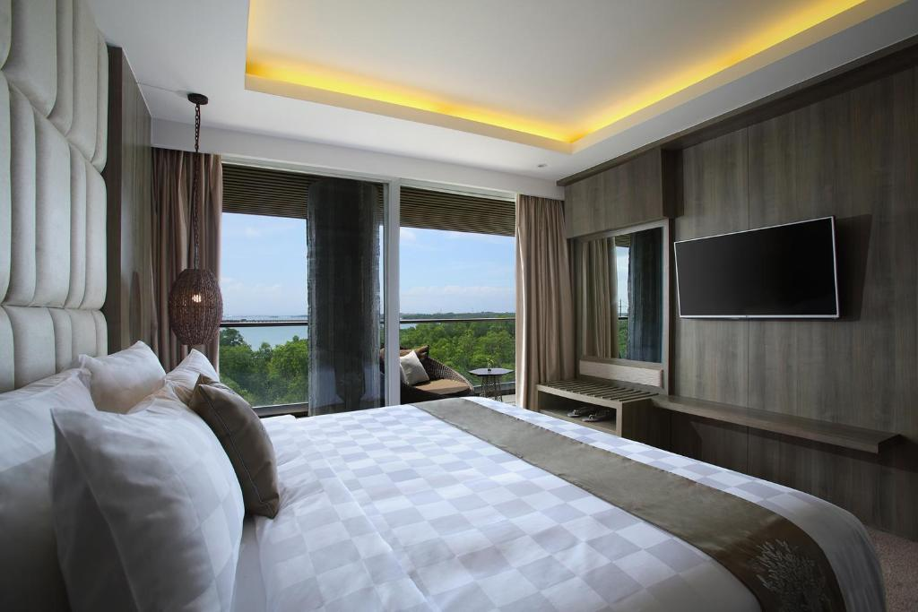 Отдых в отеле The Crystal Luxury Bay Resort