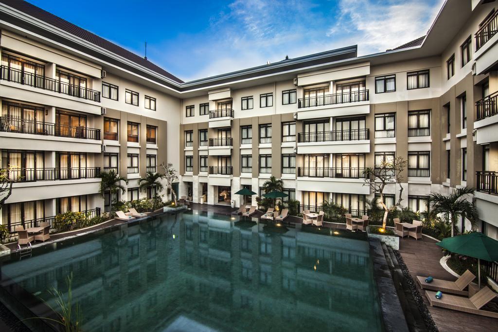 Отдых в отеле Grand Kuta Hotel & Residences Кута