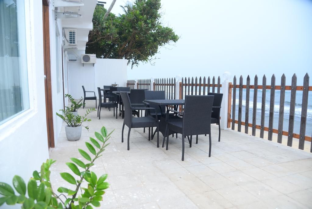 Горящие туры в отель Rock Fort Beach Resort Унаватуна