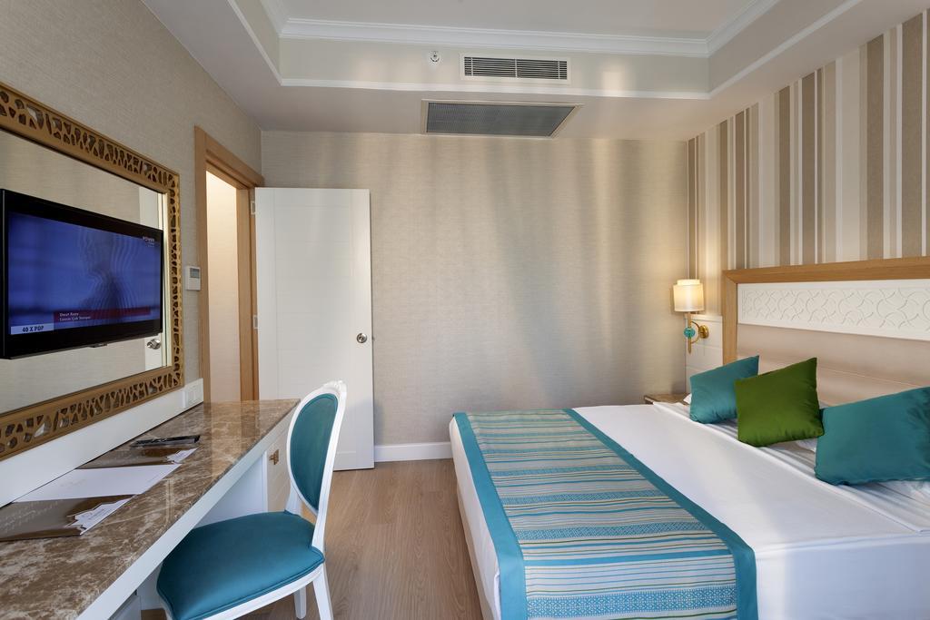 Гарячі тури в готель Karmir Resort & Spa