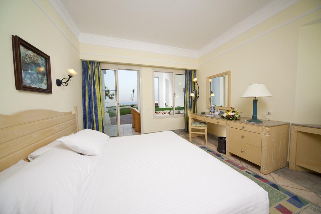 Coral Beach Resort Tiran ціна