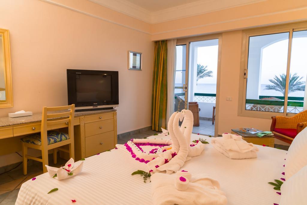 Фото готелю Coral Beach Resort Tiran
