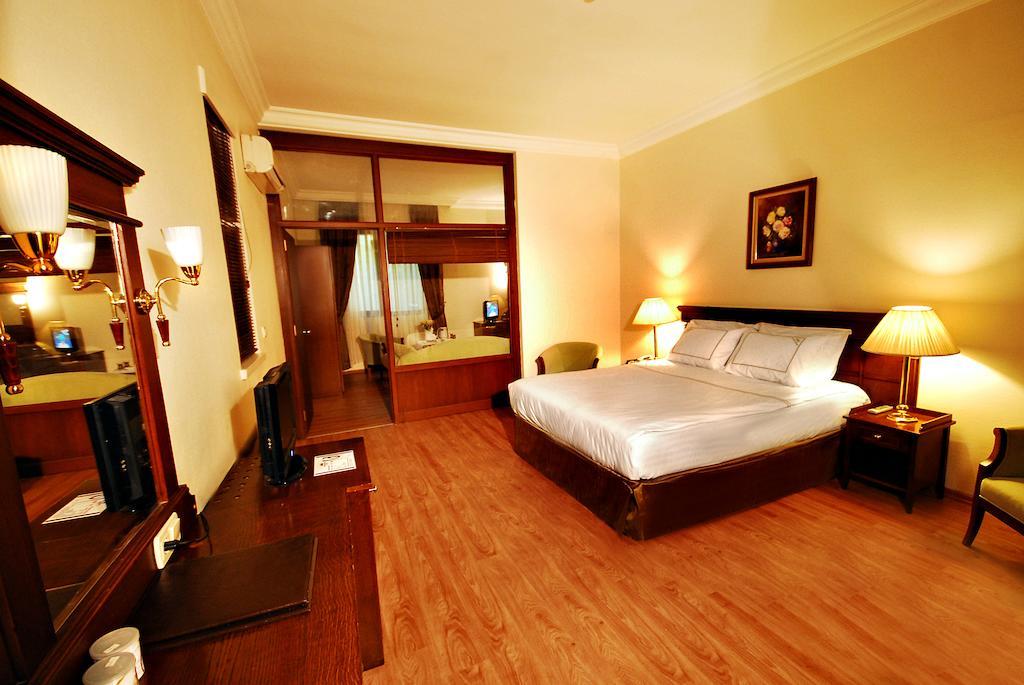 Фото отеля Golden Crown Hotel