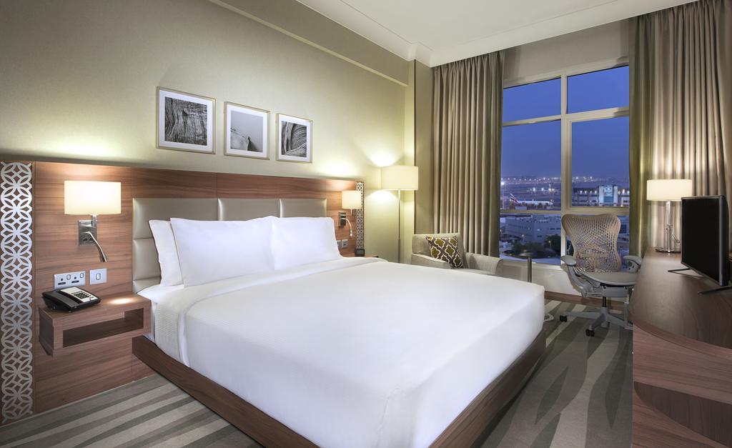 Фото отеля Hilton Garden Inn Dubai Al Muraqabat