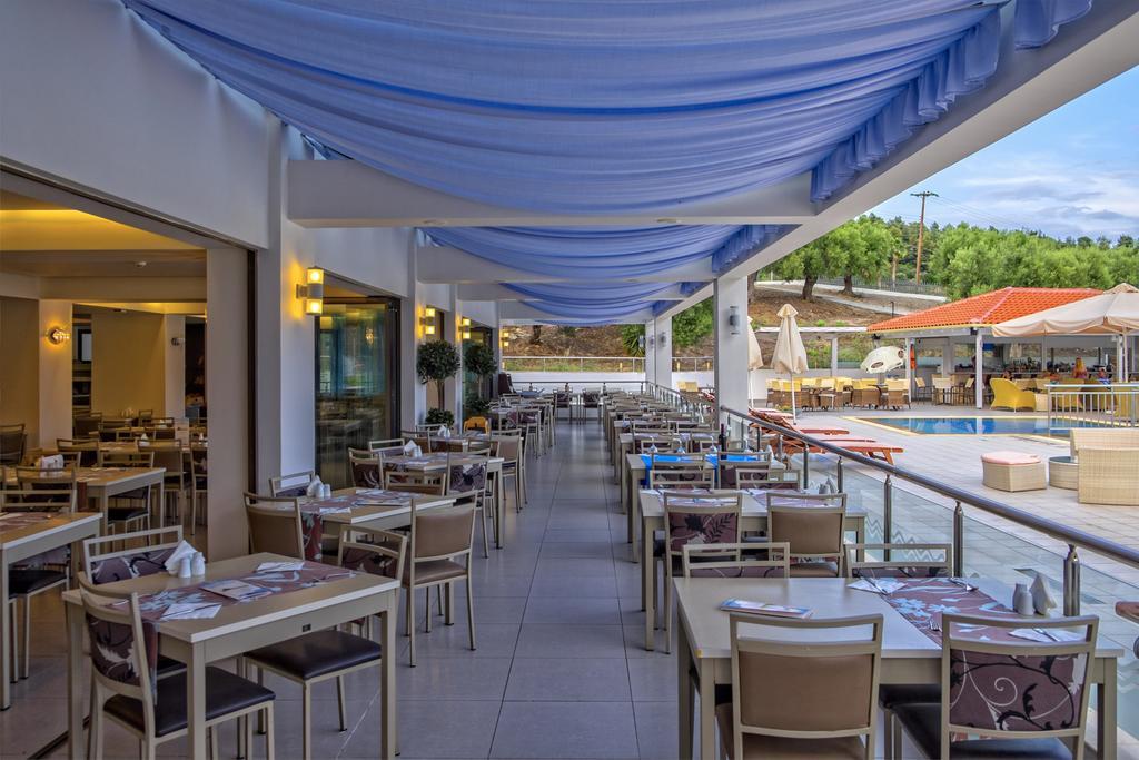 Ціни в готелі Lagomandra Beach Hotel