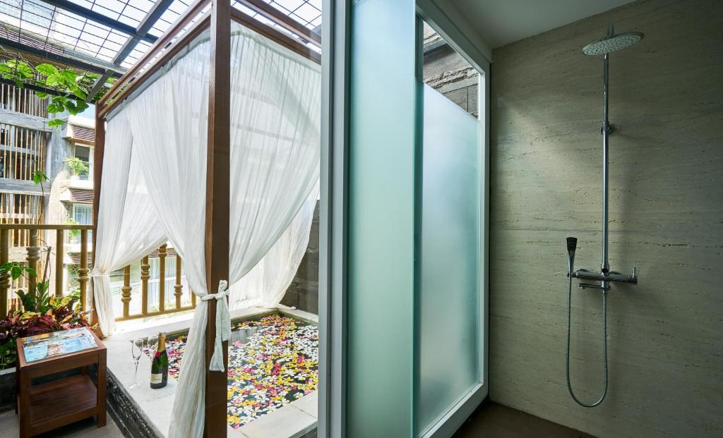 The Crystal Luxury Bay Resort, фото