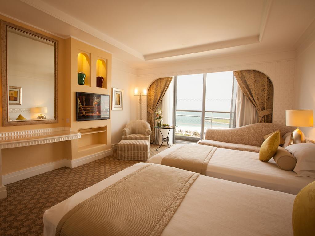 Ціни в готелі Habtoor Grand Resort& Spa