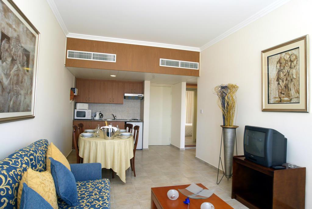 Отдых в отеле Panareti Coral Bay Hotel Пафос