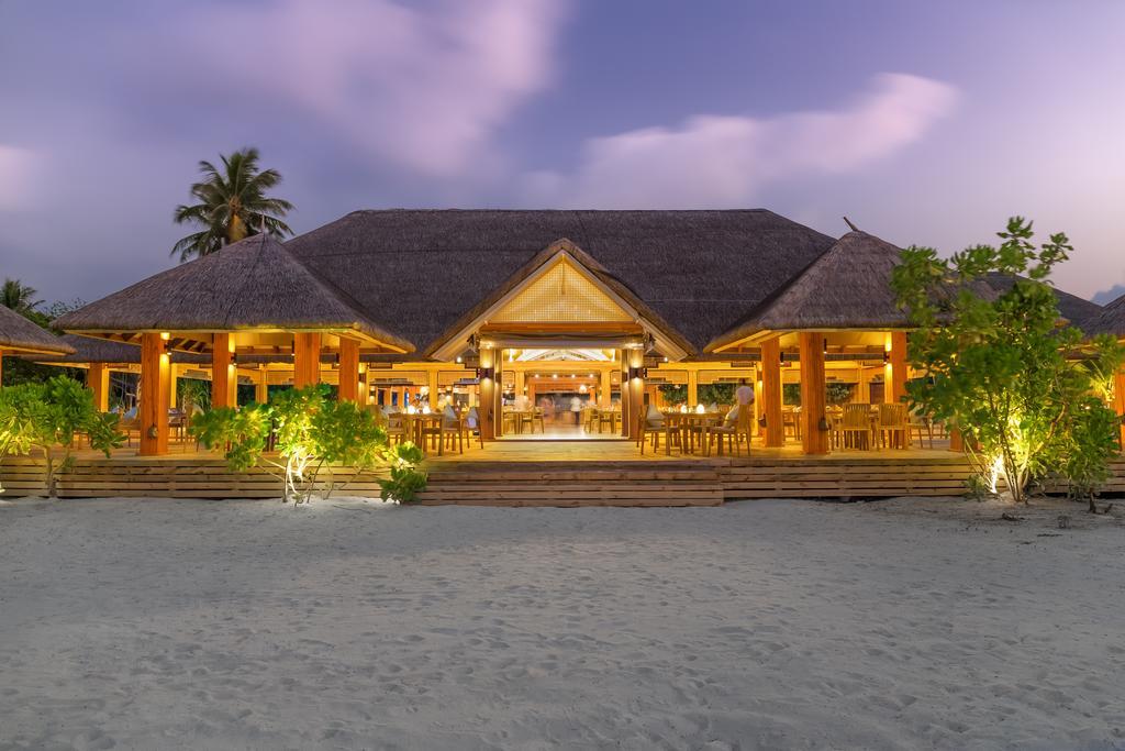 Kudafushi Resort & Spa фото туристів