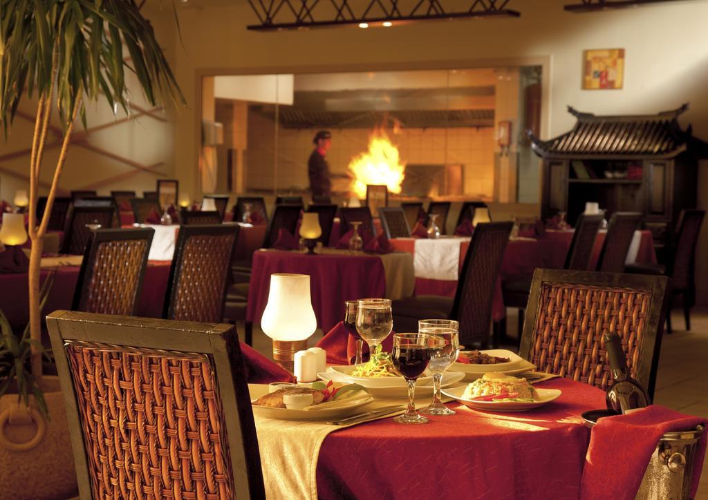 Відгуки про готелі Coral Sea Holiday Resort