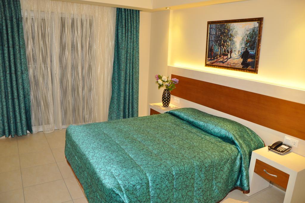 Montebello Resort Hotel, 4