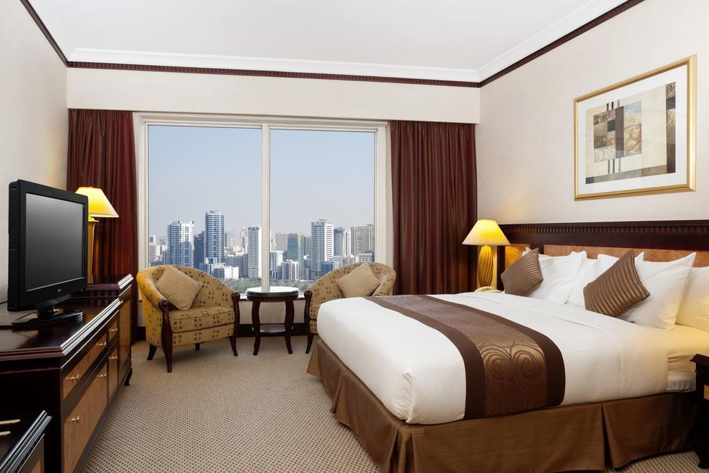 Ціни в готелі Hilton Sharjah Hotel