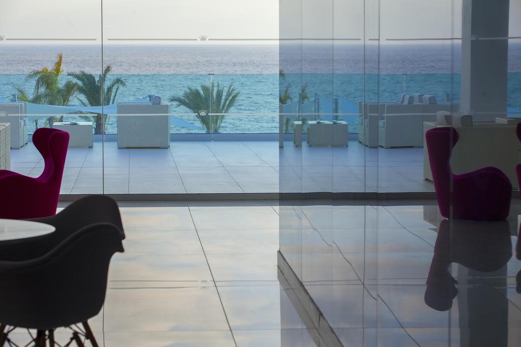 Горящие туры в отель King Evelthon Beach Hotel
