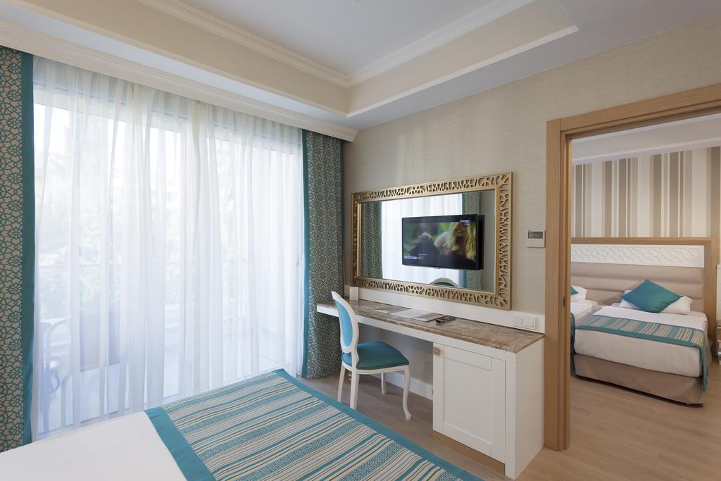 Відпочинок в готелі Karmir Resort & Spa