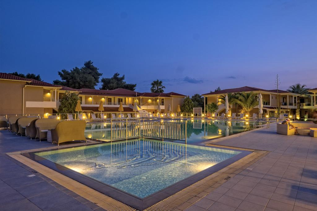 Lagomandra Beach Hotel, фотографії