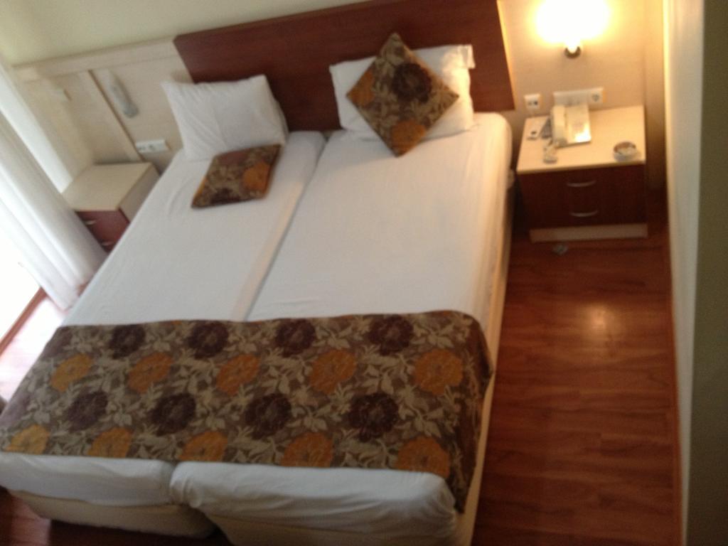 Тури в готель Lara Dinc Hotel