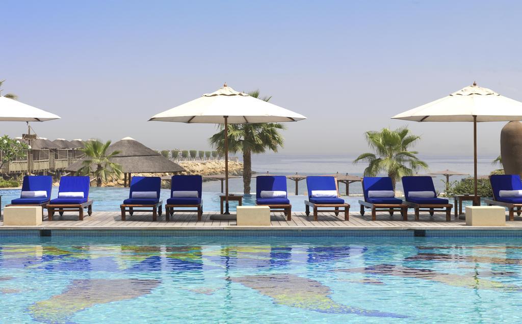 Шарджа Radisson Blu Resort Sharjah ціни