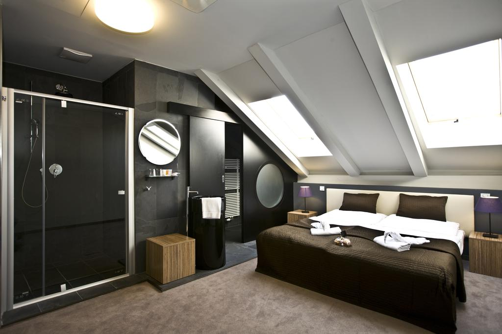 Готель, 4, Noir