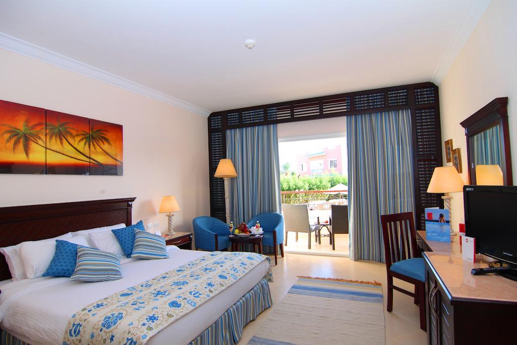 Отдых в отеле Amwaj Oyoun Resort & Spa (ex. Millennium Oyoun)
