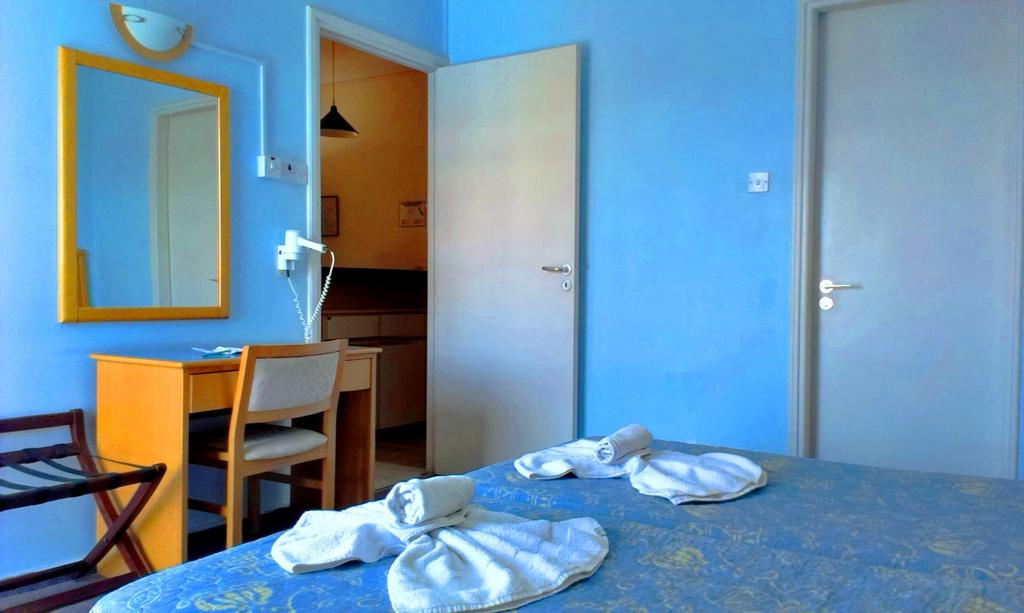 Пафос Daphne Hotel Apartments
