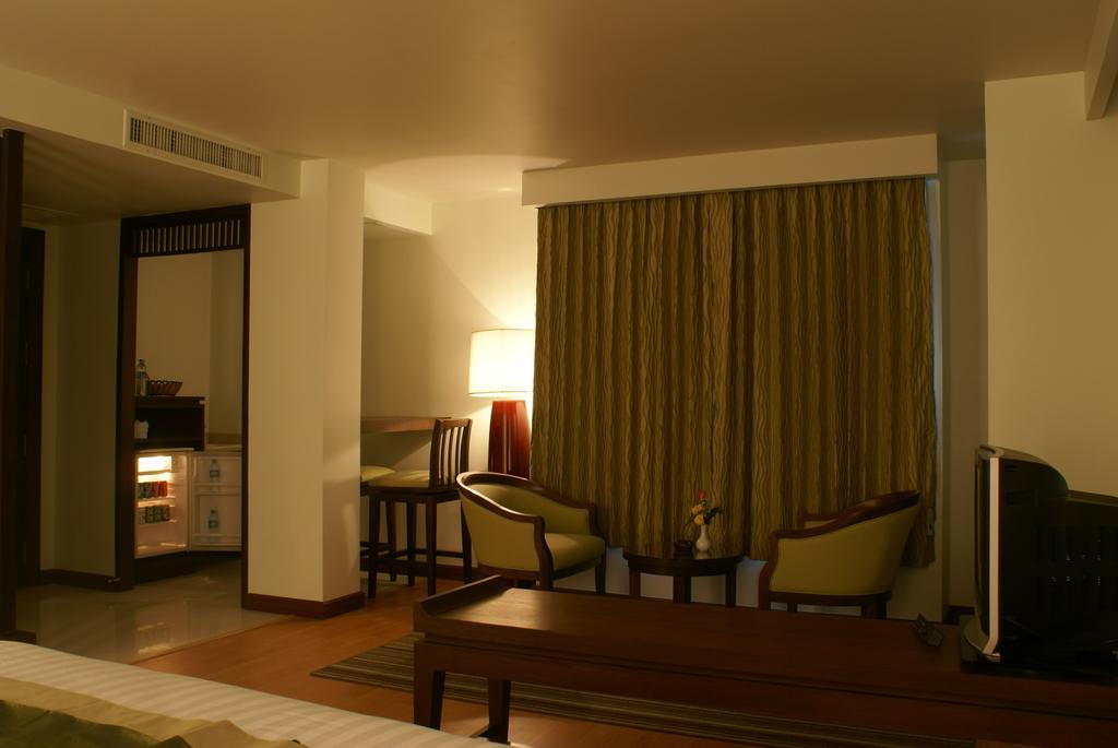 Aiyara Palace Hotel цена