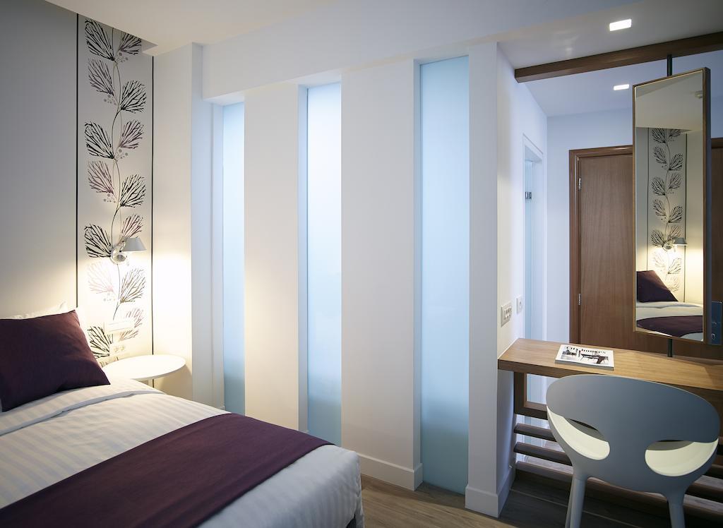 Отель, Amazon Hotel