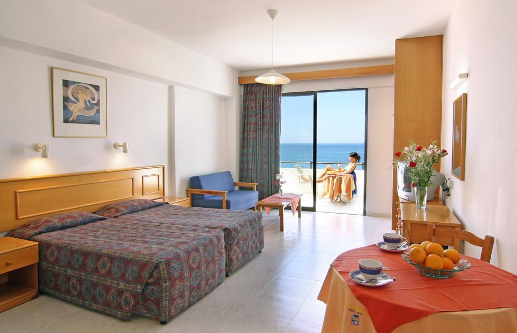 Горящие туры в отель Corallia Beach Hotel Пафос