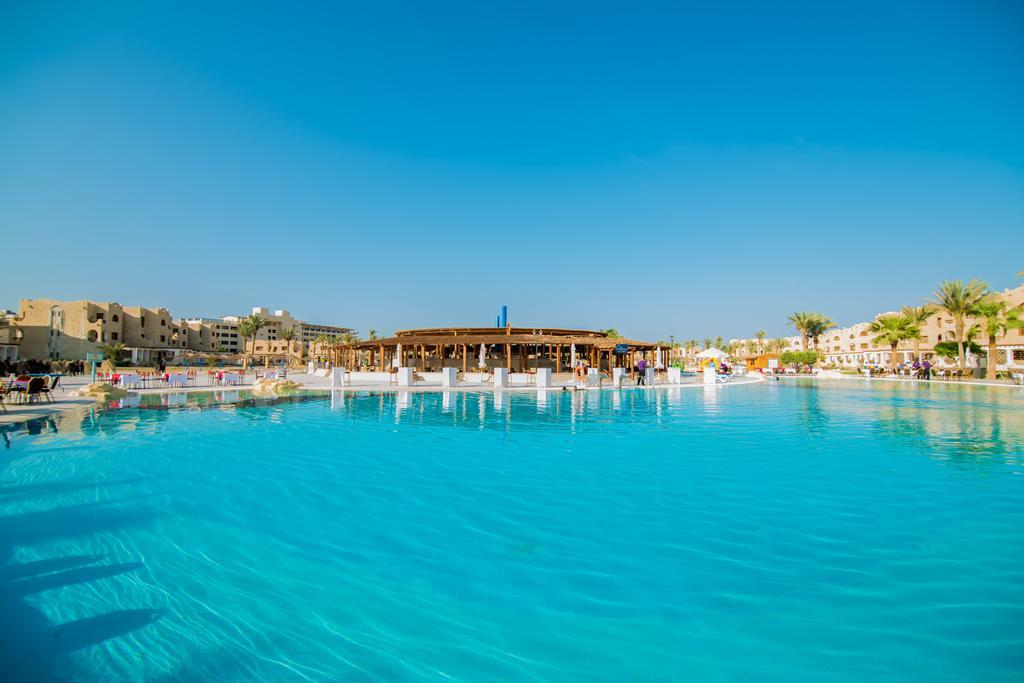Туры в отель Royal Lagoons Resort